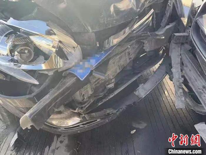 """駕車沖撞自殘拒捕 內蒙古街頭上演""""緝毒警匪片"""""""