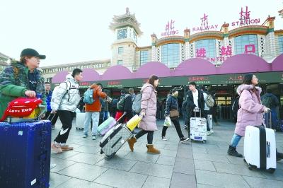 首趟列车凌晨北京站驶出 40天春运拉开大幕