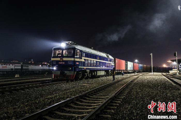 黑龙江最大口岸站首次开行小汽车中欧班列