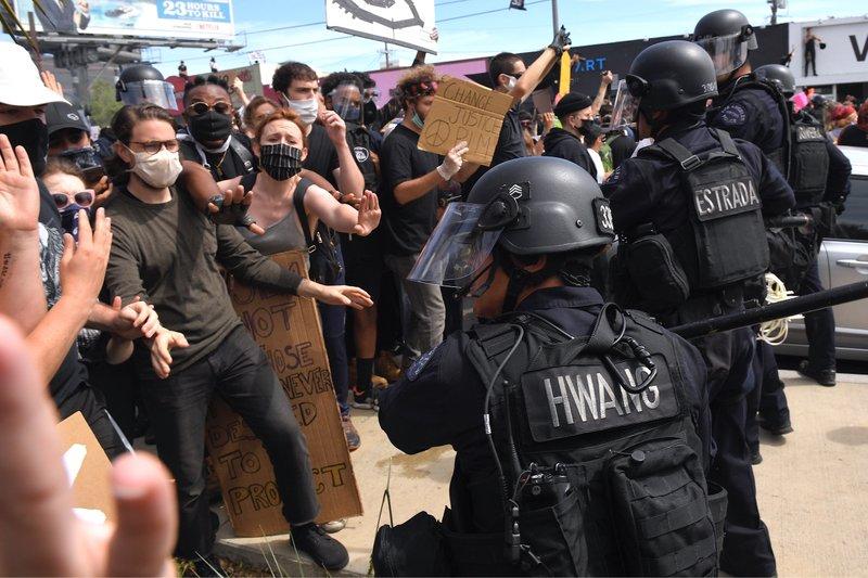 抗议活动横扫全美30座城市 至少8个州要求出动国民警卫队