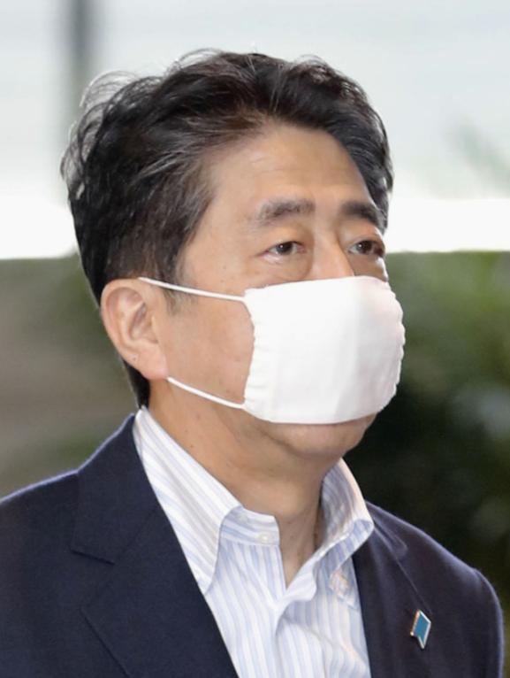 """东京知事要求民众""""没事别回老家"""" 安倍休暑假计划被搁置"""
