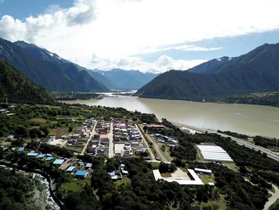 林芝久巴村:海拔3000米 甜蜜生活种出来
