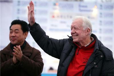 FormerU.S.PresidentJimmyCarterparticipatesintheannualHabitatforHumanityBuildeventinQionglaicity,southwestChina'sSichuanprovinceonNovember19th.[Photo:CRIENGLISH.com]