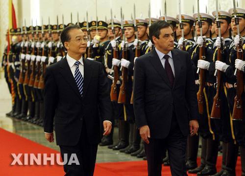 رئيس مجلس الدولة الصينى يقترح دفع العلاقات الاقتصادية والتجارية مع فرنسا