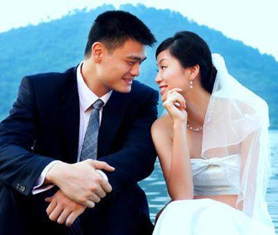 China's NBA star Yao Ming and his wife are expecting their first child, the Guangzhou Daily reported today.
