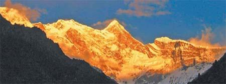 The snow-capped peak of Namjagbarwa.