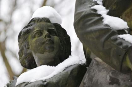 A statue is covered with snow at a park in Berlin, capital of Germany, Jan. 28, 2010. A storm front covered much of Germany with snow Wednesday night into Thursday, adding to what has been an unusually cold and snowy winter. (Xinhua/Ban Wei)