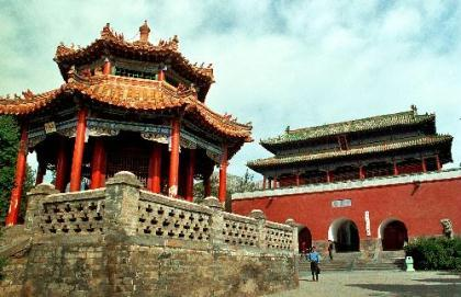 This undated file photo shows the Zhongyue Temple on the east Songshan Mountain in central China's Henan Province. China has chosen Songshan Mountain's historical architecture complex as the only project to bid for the World Cultural Heritage in 2010. The architecture complex is composed of 11 traditional Chinese constructions, including the renowned Shaolin Temple. [Photo: Xinhua/Wang Song]