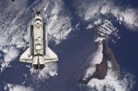 The Space Shuttle Atlantis is backdropped against the Earth prior to docking with the International Space Station in this handout photo provided by NASA and taken May 16, 2010. Photo taken May 16, 2010. (Xinhua/Reuters Photo)