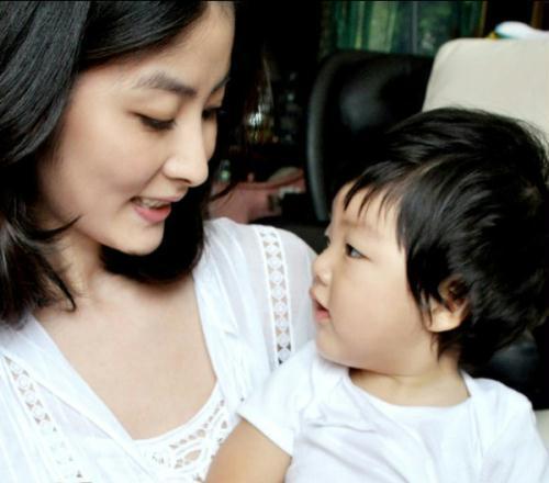 陈慧琳最新网志发布爱儿照片