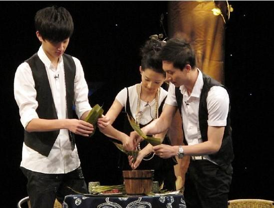 """于晓彤、李沁、王龙华""""第一次""""包粽子"""