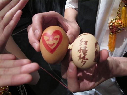 宝钗画蛋向宝玉示爱意