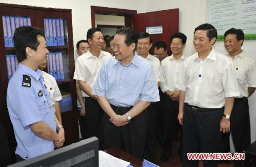Zhou Yongkang (C), a member of the Standing Committee of the Political Bureau of the Central Committee of the Communist Party of China, inspects the Wuhou District of Chengdu, southwest China's Sichuan Province, June 18, 2010.(Xinhua/Huang Jingwen)