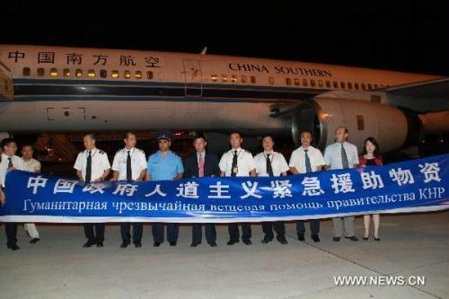 A batch of humanitarian materials onboard the China Southern Airlines flight arrive at the airport in Tshekent , capital of Uzbekistan, early June 21, 2010, to aid Kyrgyz refugees in Uzbekistan.(Xinhua/Dong Longjiang)