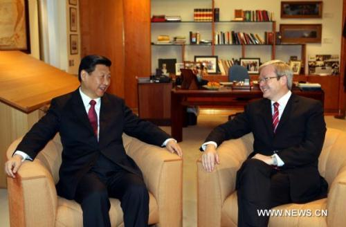 Visiting Chinese Vice President Xi Jinping (L) talks with Australian Prime Minister Kevin Rudd in Canberra, capital of Australia, June 21, 2010. (Xinhua/Liu Weibing)