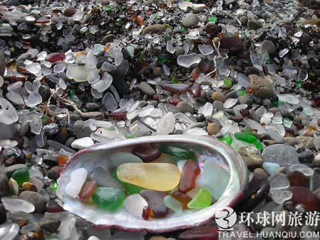 Glass Beach is a beach in Fort Bragg, California that is abundant in Sea glass created from years of dumping garbage into an area of coastline. (Photo: huanqiu.com)