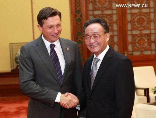 Wu Bangguo (R), chairman of the Standing Committee of China's National People's Congress (NPC), meets with visiting Slovenian Prime Minister Borut Pahor in Beijing, capital of China, June 23, 2010.(Xinhua/Pang Xinglei)