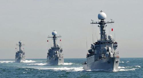 SouthKoreanNavypatrolcombatcorvettesstageananti-submarineexerciseoffthewesterncoastofTaeanonMay27,2010.(Photo:Chinanews.com)