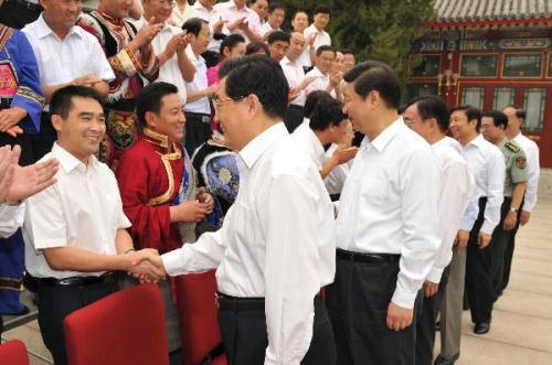 Chinese leaders Hu Jintao, Xi Jinping and He Guoqiang meet with representatives from excellent grassroots organizations and members of the Communist Party of China (CPC) in Beijing, capital of China, on June 30, 2010.(Xinhua/Huang Jingwen)