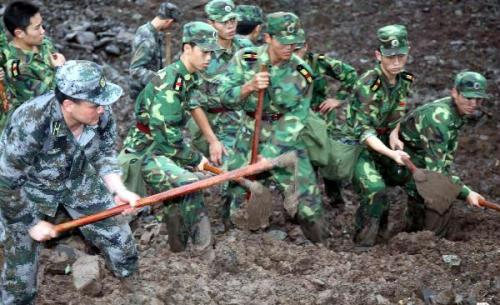 Rescuers work at the landsliede site in Dazhai Village in Guanling County, in southwest China's Guizhou Province, on June 29, 2010.(Xinhua/Yang Ying)