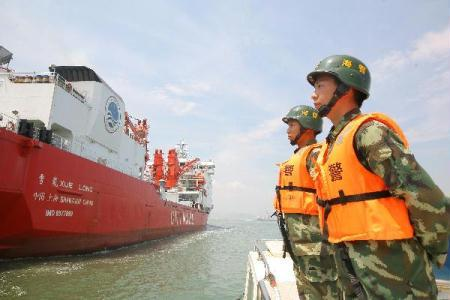 """Snow Dragon"", the carrier for members of China's fourth scientific expedition to Arctic, sets sail in Xiamen, a city of southeast China's Fujian Province, on July 1, 2010. China's fourth scientific expedition to Arctic started their 85-day journey Thursday. (Xinhua)"