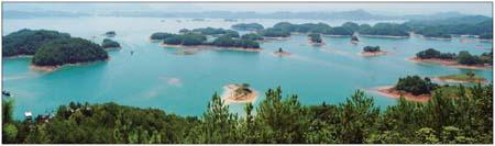 Qiandao Lake in Chun'an county is famous for its splendid scenery and crystal-clear water. Photos by Asianews Photo