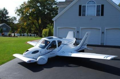 World's first flying car is a breakthrough and will possibly change future transportation, but experts pointed out that problems need to be addressed before cars can really fly at will. (Photo: ce.cn)