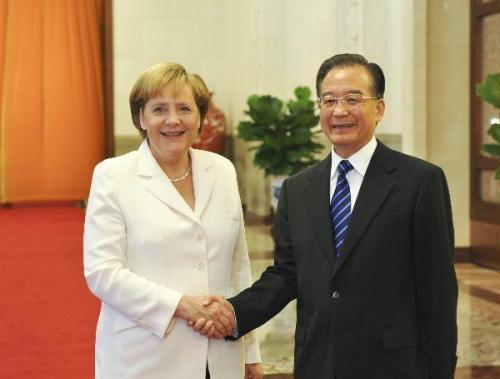 Chinese Premier Wen Jiabao (R) hosts a red-carpet welcome ceremony for visiting German Chancellor Angela Merkel in Beijing, China, July 16, 2010.(Xinhua/Li Xueren)