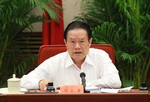 ZhouYongkang,memberoftheStandingCommitteeofthePoliticalBureauoftheCommunistPartyoftheChinaCentralCommittee,speaksatameetingtourgegovernmentsatalllevelstoaddresspeople'scomplaintsandprotecttheirimmediateinterestsinBeijing,capitalofChina,onJuly16,2010.(Xinhua/XieHuanchi)