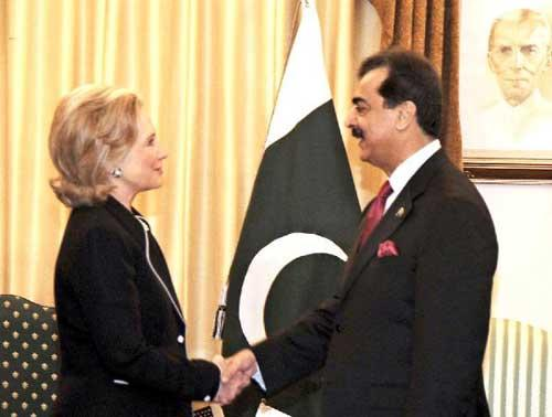 Pakistan's Prime Minister Yusuf Raza Gilani (R)meets with visiting U.S. Secretary of State Hillary Clinton (L) in Islamabad, capital of Pakistan, July 18, 2010. (Xinhua Photo/Zeeshan Niazi)