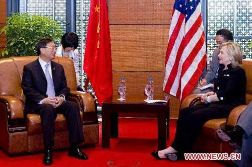 Chinese Foreign Minister Yang Jiechi (L) meets with U.S. Secretary of State Hillary Clinton in Hanoi, capital of Vietnam, July 23, 2010. (Xinhua/Chen Duo)