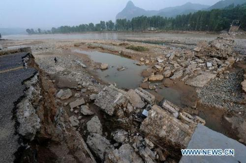 Photo taken on July 27, 2010 shows the collapsed Yihe River Bridge in Luanchuan County, central China's Henan Province. The Yi River Bridge collapsed at about 5 p.m. Saturday in Luanchuan County.  (Xinhua/Zhao Peng)