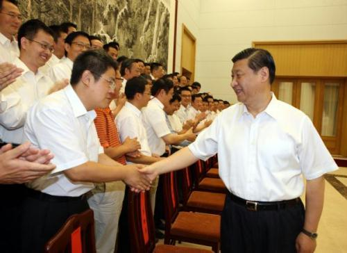 Chinese Vice President Xi Jinping (R) meets with specialists at the seaside resort of Beidaihe in north China's Hebei Province July 29, 2010. The specialists are representatives of a Chinese recruitment program of global experts.(Xinhua/Yao Dawei)