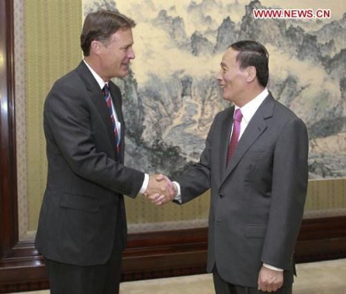 Chinese Vice Premier Wang Qishan (R) meets with U.S. Senator Evan Bayh in Beijing, capital of China, Aug. 9, 2010. (Xinhua/Xie Huanchi)
