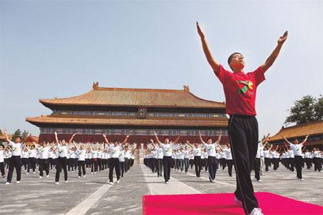 Thousands of workers exercise in front of the Imperial Ancestral Temple on Tuesday. (Photo: China Daily)
