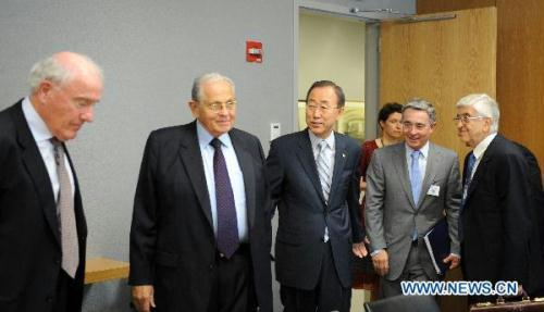 The Panel of Inquiry on the Flotilla Incident, headed by former prime minister of New Zealand Geoffrey Palmer (1st L), and vice-chaired by outgoing President of Colombia Alvaro Uribe Velez(2nd R), the Israeli member Joseph Ciechanover (2nd L) and Turkish member Ozdem Sanberk (1st R), meet with UN Secretary General Ban Ki-moon (C) at the UN headquarters in New York, the United States, Aug. 10, 2010. UN Secretary-General Ban Ki-moon on Tuesday met with the four members of the panel of inquiry on the Israeli raid on a Turkish aid flotilla bound for Gaza on May 31. (Xinhua/Shen Hong)