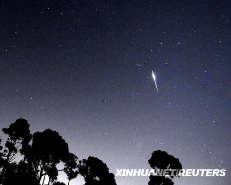 File photo of Perseid meteor shower in Florida, the United States, August 12, 2009. The Perseid meteor shower is sparked every August when the Earth passes through a stream of space debris left by Comet Swift-Tuttle. (Xinhua/Reuters File Photo)