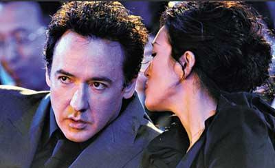 每次巩俐有新片上映都跟男主角闹出绯闻,这趟轮到约翰•库萨克。