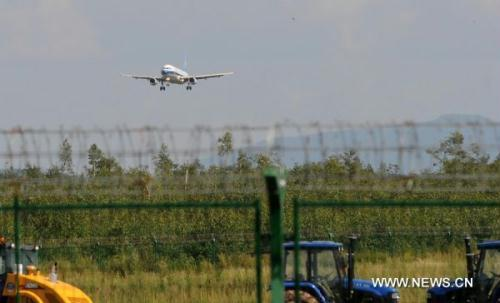 A plane is going to land at the airport in Yichun, northeast China's Heilongjiang Province, Aug. 26, 2010. The airport in Yichun reopened Thursday with the first landing 40 hours after a plane crash killed 42 people Tuesday night.(Xinhua/Li Yong)