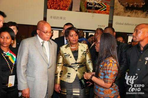 South African President Jacob Zuma yesterday visited the World Expo where he spoke highly of the exhibitions in the China Pavilion and the South Africa Pavilion.