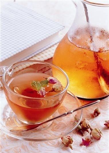 泡茶时放入玫瑰花可顺气