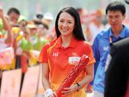 Известная китайская актриса Чжан Цзыи участвовала в передаче факела Азиатских игр в Гуанчжоу