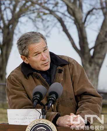 布什在他家乡德克萨斯州的农场里