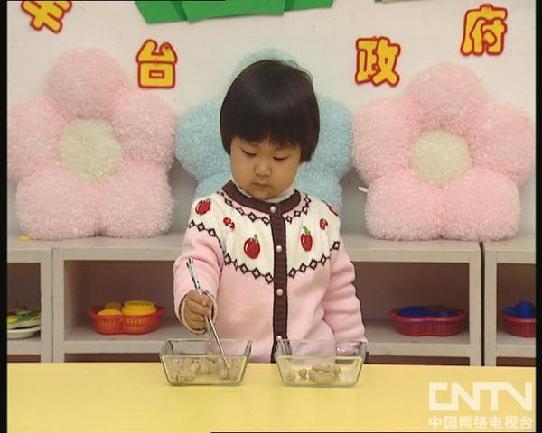 你太棒了筷子夹花生