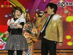 王彩桦与主持群大秀舞技