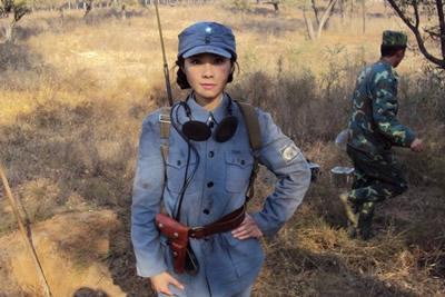 何琳首次演新四军战士