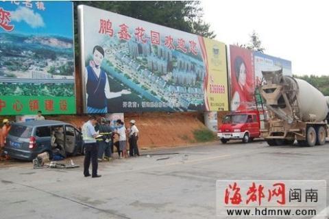 福建龙岩 高速出口惨烈车祸 高清图片