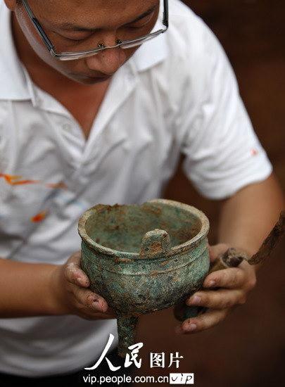 河南洛阳西周早期墓葬考古发掘现场