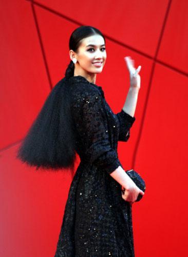 黄圣依是《传染病》剧组官方邀请的唯一华人女星
