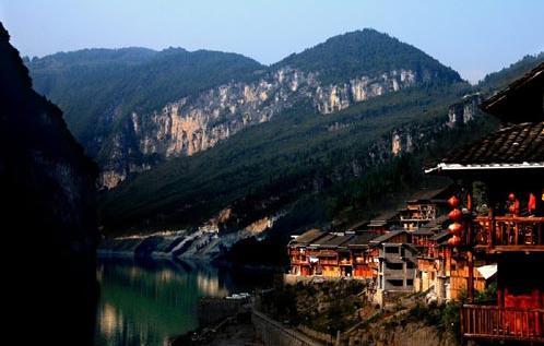 位于重庆市彭水苗族土家族自治县县城乌江上游9公里处的万足镇乡境内